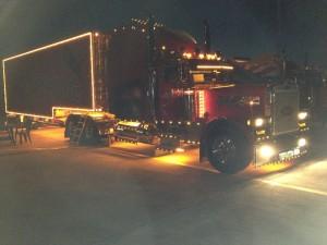 LED Truck bei nacht.